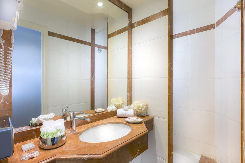 Tweepersoonskamer, 2 tweepersoonsbedden, Kamers met tussendeur - Badkamer