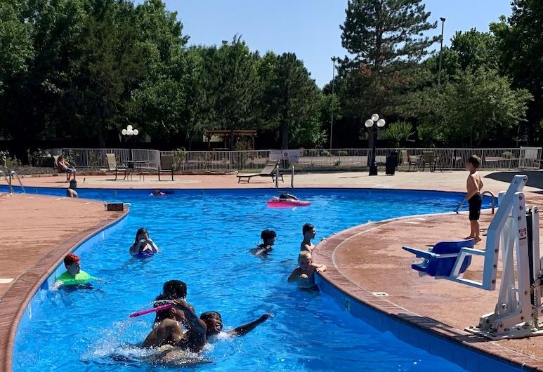 貝斯特韋斯特勞頓修爾住宿普拉斯飯店, 洛頓, 室外游泳池