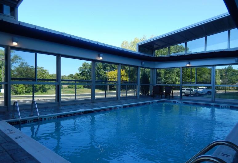 Holiday Inn Express & Suites Milford, an IHG Hotel, Milford, Pool