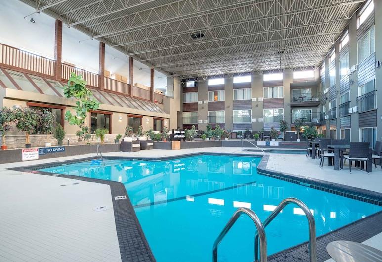 Sandman Hotel Edmonton West, Edmonton, Piscina