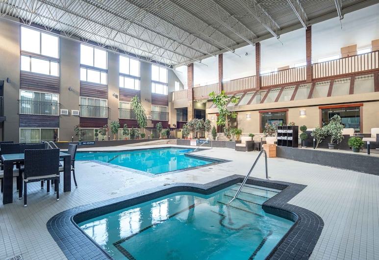 Sandman Hotel Edmonton West, Edmonton, Indoor Pool