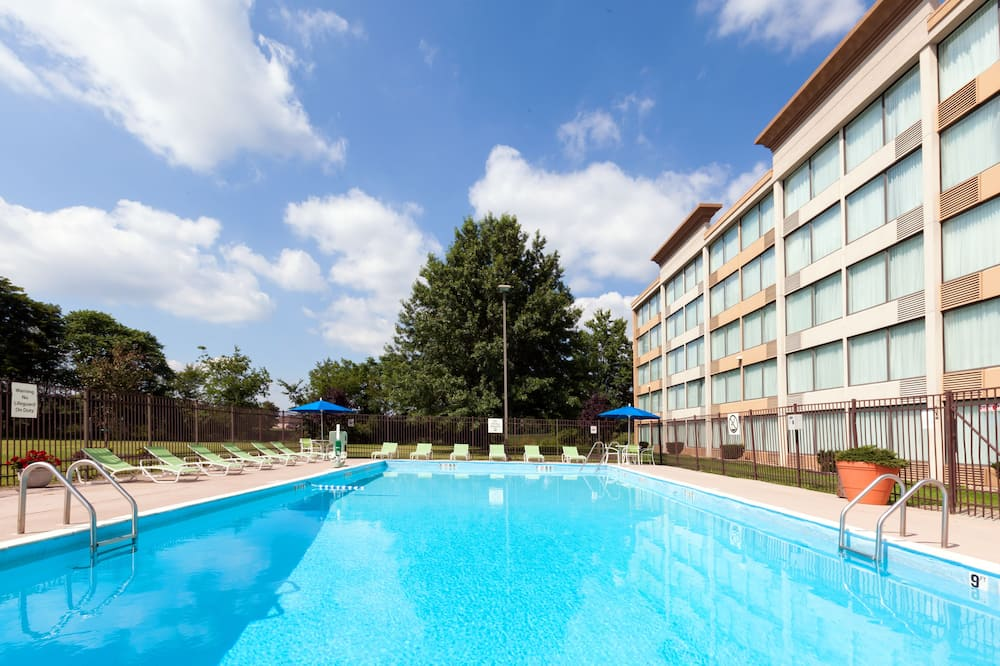 Room, 2 Double Beds, Accessible, Non Smoking (Mobility, Roll-In Shower) - Pool