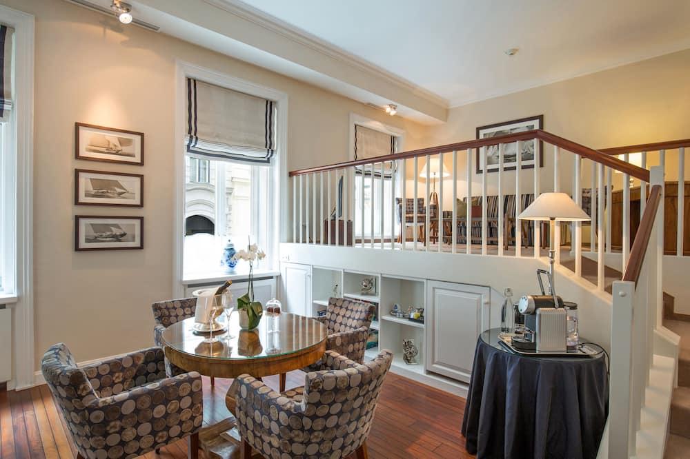 Premium Suite (Admiral) - In-Room Dining