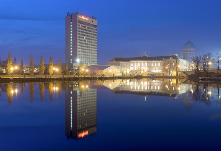 Mercure Hotel Potsdam City, Potsdam, Hotel Front – Evening/Night