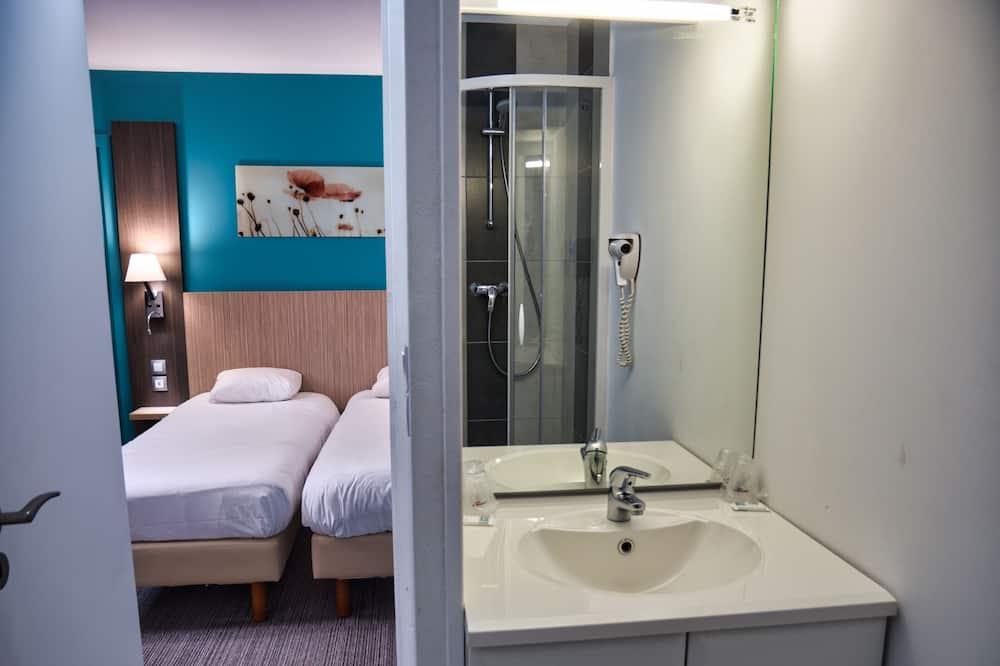 dvivietis kambarys su atskiromis lovomis - Vonios kambarys