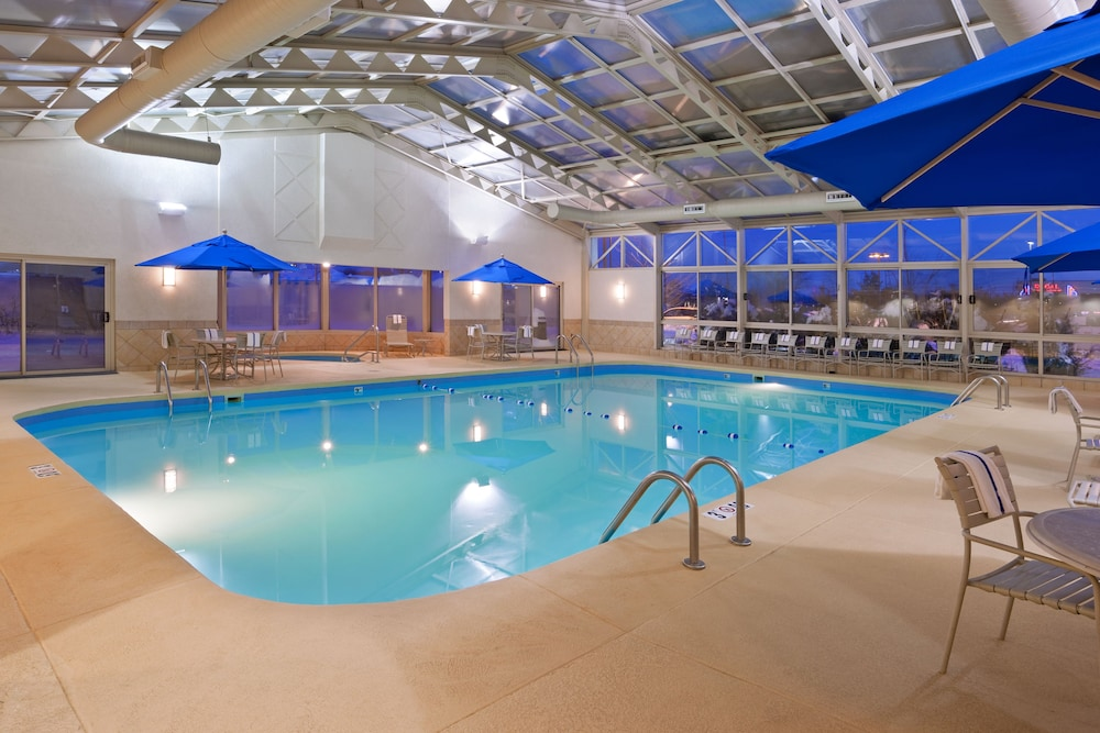 Holiday Inn Youngstown South Boardman Pool
