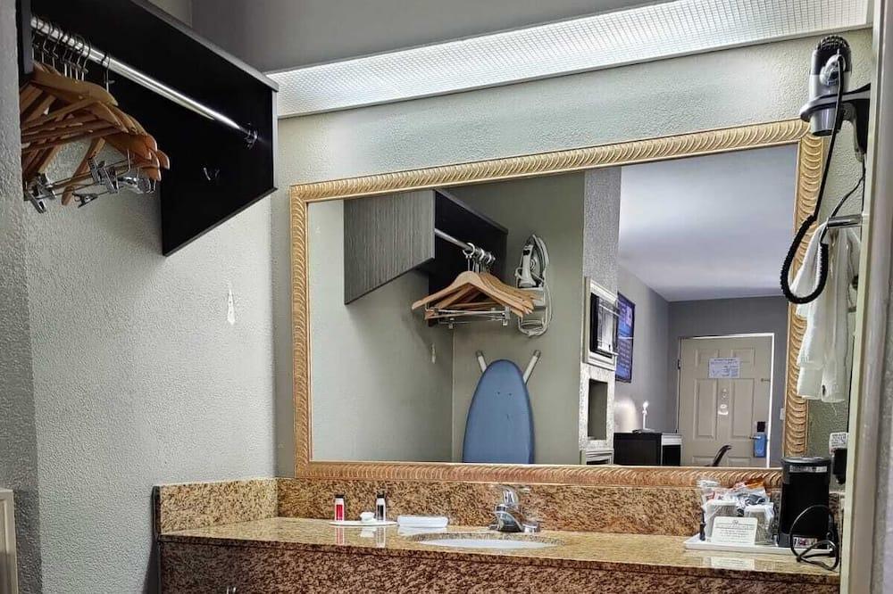 Standard szoba, 1 king (extra méretű) franciaágy - Fürdőszoba