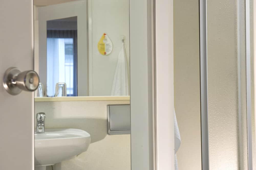 Стандартный трехместный номер - Ванная комната