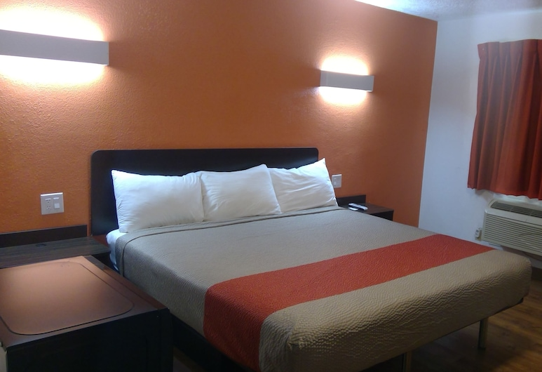 Motel 6 Clovis, NM, Clovis, Deluxe Room, 1 King Bed, Accessible, Non Smoking, Guest Room