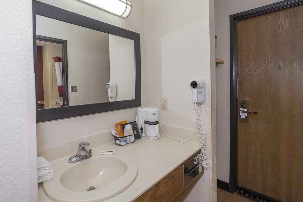 Deluxe-huone, 2 keskisuurta parisänkyä, Tupakointi kielletty - Kylpyhuone