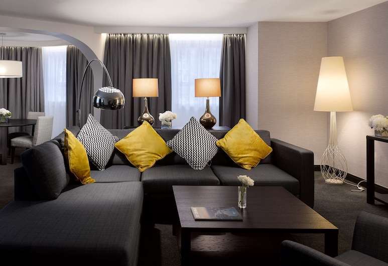 Radisson Blu Hotel, Edinburgh City Centre, Edinburgh, Suite (Royal Mile), Guest Room