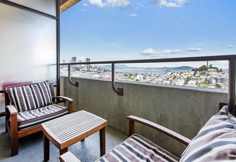 Hilton San Francisco Financial District, San Francisco, Room, 1 King Bed, Balcony, Executive Level, Balcony