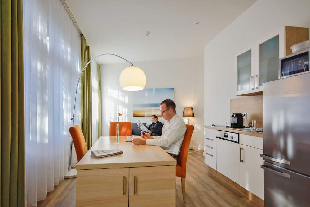 Deluxe Apartment, 1 Bedroom, Kitchen - In-Room Dining