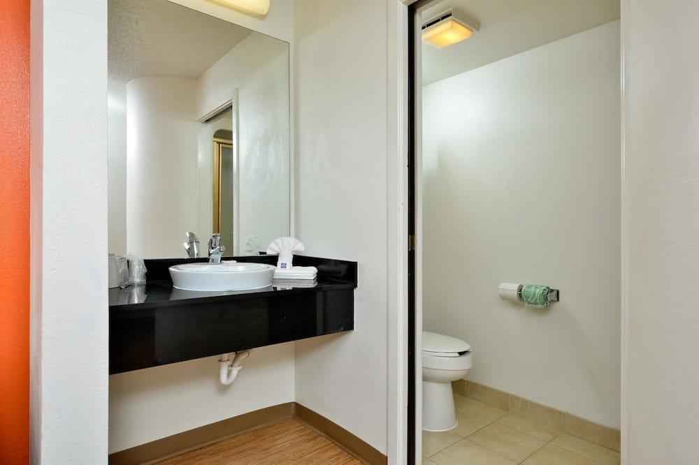 Chambre Standard, 1 grand lit, fumeurs - Salle de bain