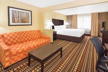 Picture of Days Inn & Suites by Wyndham Davenport East in Davenport