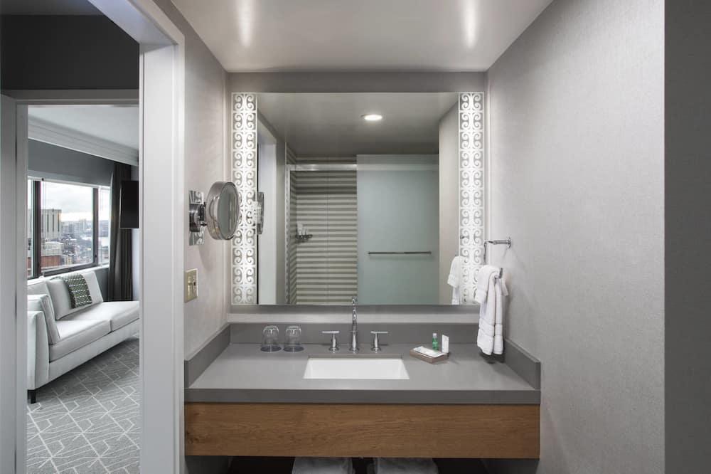 Studio Suite, 1 King Bed, Non Smoking, River View - Bathroom