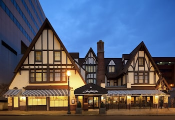 Picture of Seven Gables Inn in St. Louis