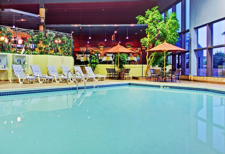 Holiday Inn Toronto Yorkdale, Toronto, Pool