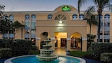 Choose This Business Hotel in Miami Lakes -  - Online Room Reservations