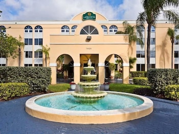 Choose This Cheap Hotel in Miami Lakes
