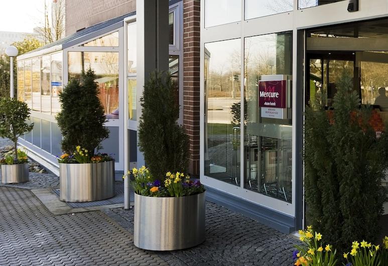 Mercure Hotel Muenchen Neuperlach Sued, Munich, Hotel Entrance