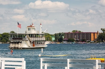 Picture of Harbor Shores on Lake Geneva in Lake Geneva