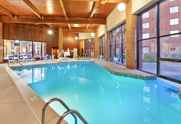 Crowne Plaza Columbus North- Worthington, Columbus, Pool