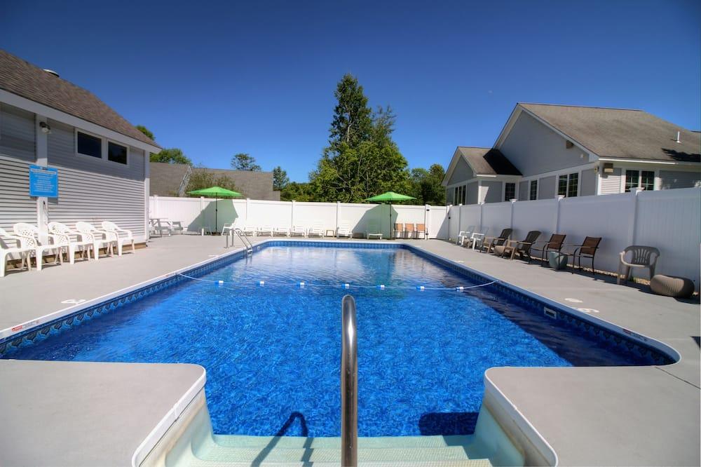 Deluxe Quadruple Room, 2 Queen Beds - Outdoor Pool