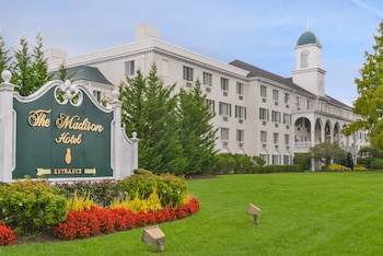 15 Closest Hotels to Mayo Performing Arts Center in