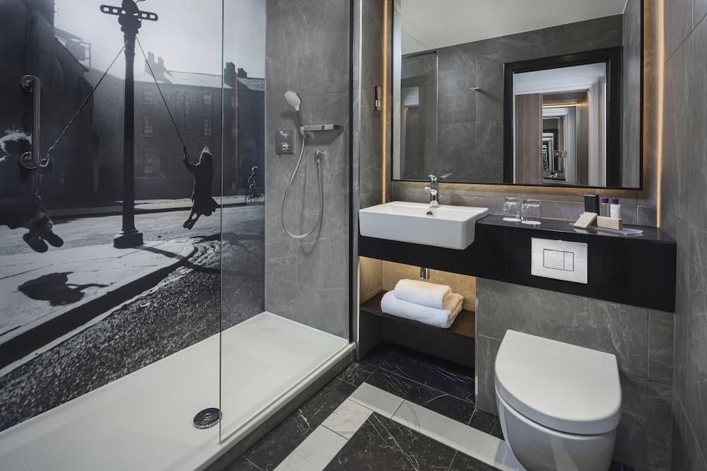Superior Twin City Square View - Bathroom