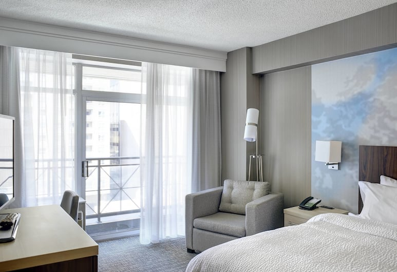 Courtyard by Marriott Downtown Toronto, Toronto, Room, 1 King Bed, Balcony, Corner, Guest Room