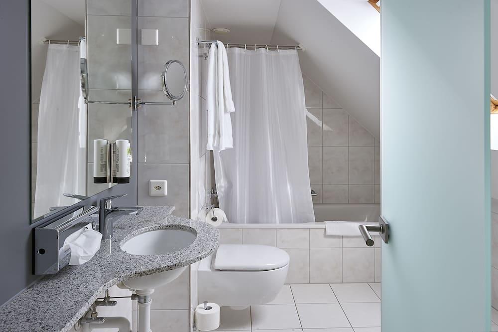 Family Room (Noble) - Bathroom