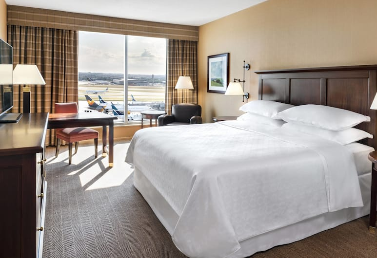 Sheraton Gateway Hotel In Toronto International Airport, Mississauga, Deluxe Room, 1 King Bed, View, Guest Room