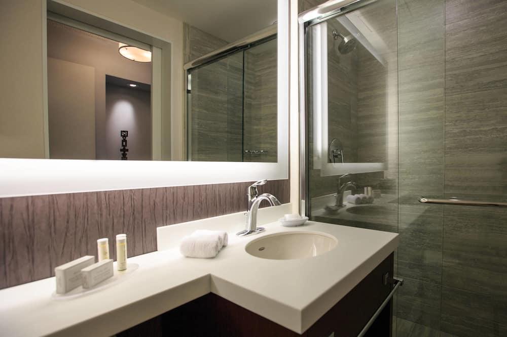 Izba typu Executive, 1 extra veľké dvojlôžko, nefajčiarska izba, poschodie Executive - Kúpeľňa