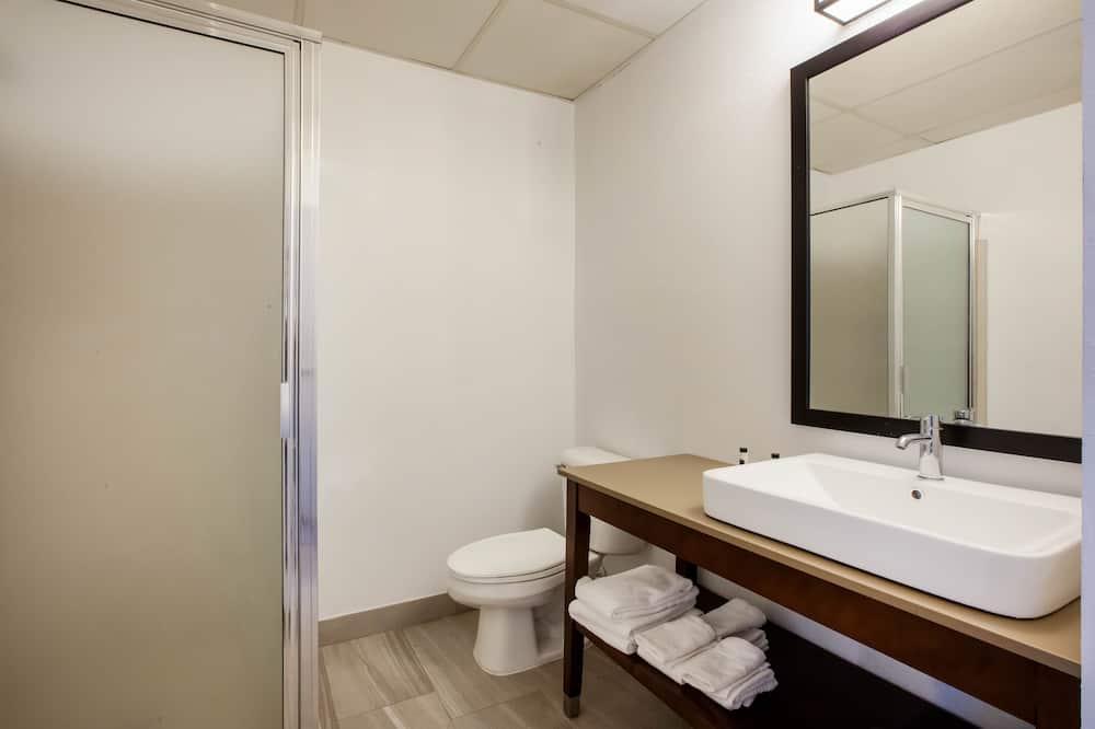 Room, 1 King Bed, Non Smoking (Oversized tub) - Bathroom