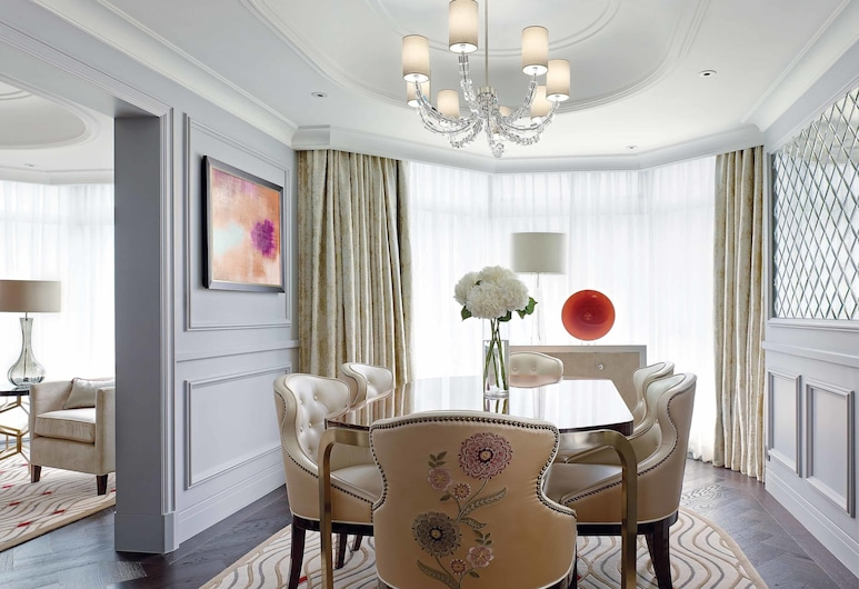 The Langham, Hong Kong, Kowloon, Suite, 2 Bedrooms, Living Room