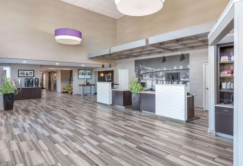 La Quinta Inn & Suites by Wyndham Clifton/Rutherford, Clifton, Lobby