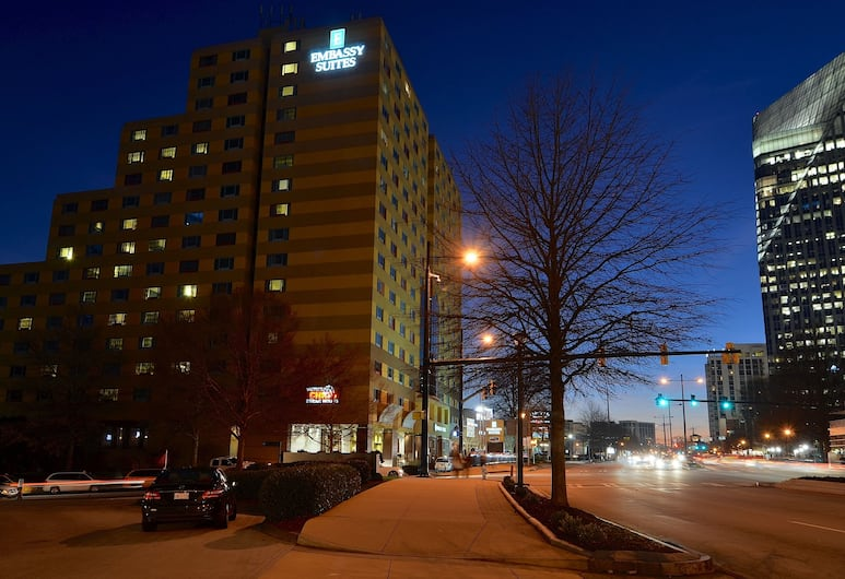 Embassy Suites Atlanta - Buckhead, Atlanta, Průčelí hotelu ve dne/v noci