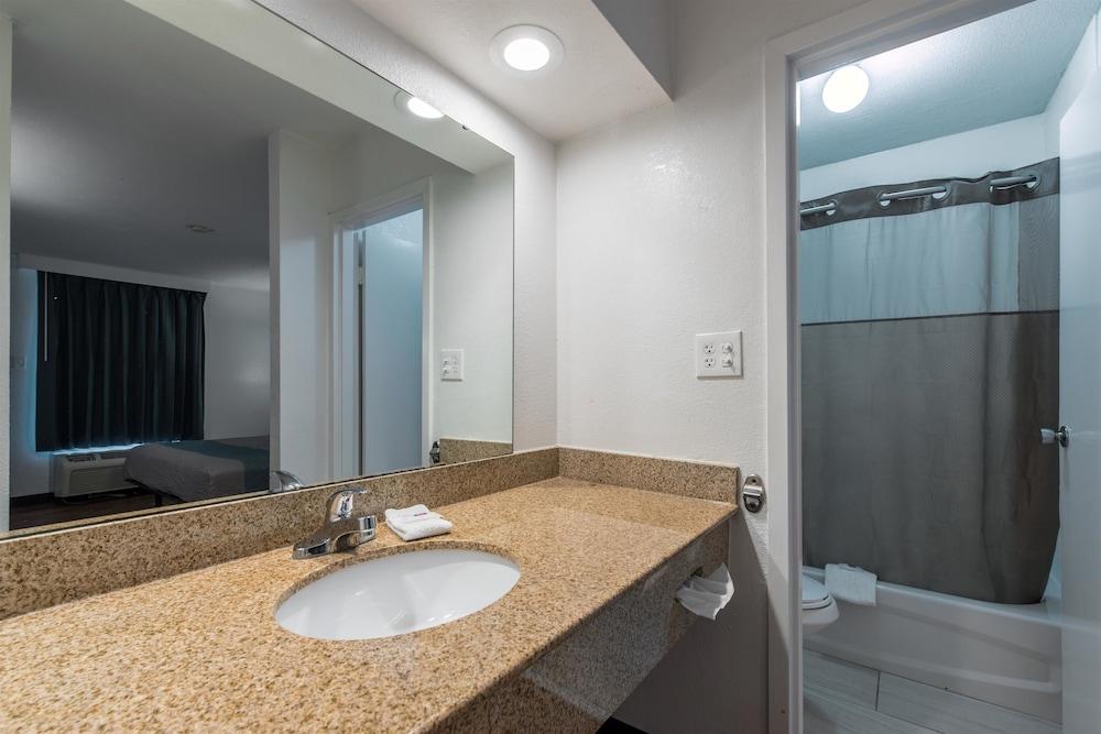 Motel 6 Hamilton Al Standard Room 2 Queen Beds Non