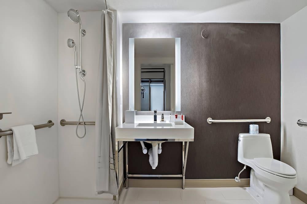 Pokoj typu Club, 2 dvojlůžka (180 cm), přístup do business salonku - Koupelna