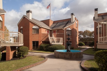 Picture of Cloverleaf Suites Baton Rouge in Baton Rouge