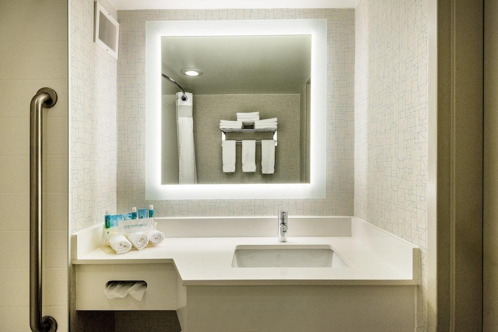 Phòng Tiêu chuẩn, 1 giường cỡ king, Phù hợp cho người khuyết tật (Mobil Roll Shower) - Phòng tắm