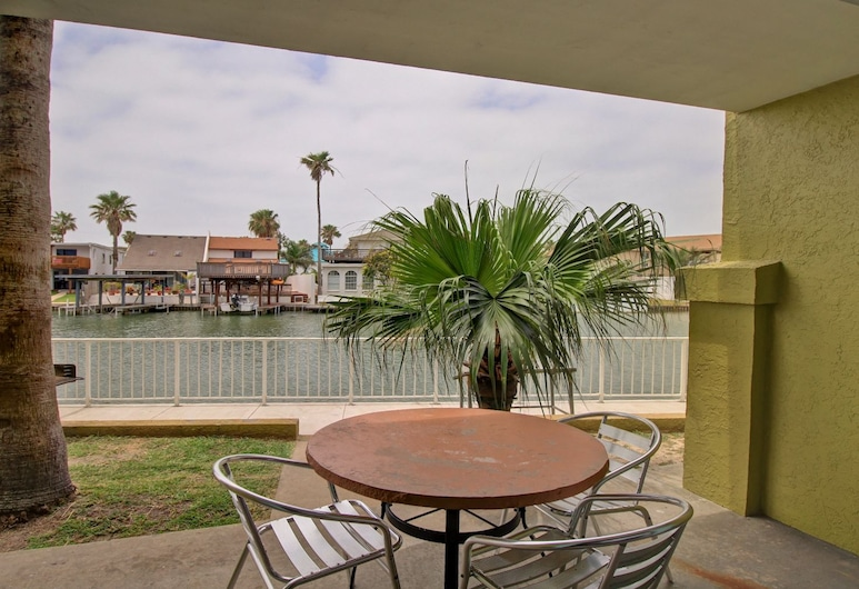 WindWater Hotel & Marina, South Padre Island, 1 King Suite, Sofabed, Balcony, Bay View, Guest Room
