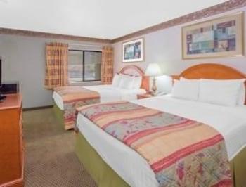 Introduce las fechas para ver los descuentos de hoteles en Portage