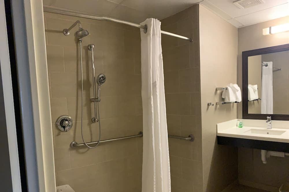 Standard Room, 2 Queen Beds, Accessible (2 Bed, Hearing) - Bathroom