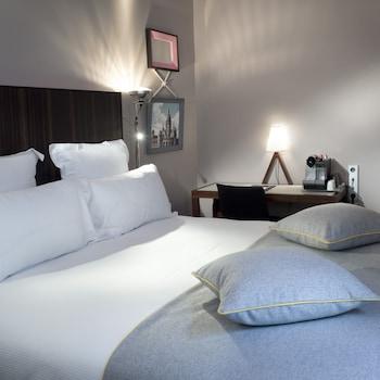 Picture of Hotel Saint Dominique in Paris