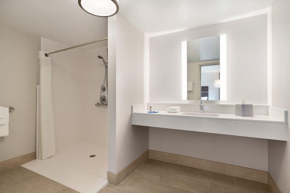 Standard Room, 2 Queen Beds, Accessible (Comm, Roll Shwr) - Bathroom