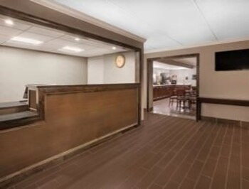 Picture of Days Inn & Suites Plattsburgh in Plattsburgh