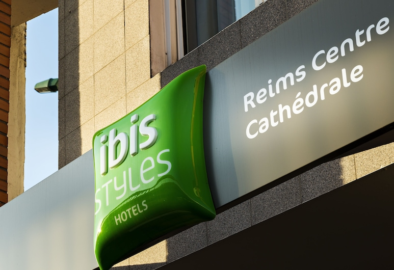 ibis Styles Reims Centre Cathédrale, Reims, Вхід до готелю
