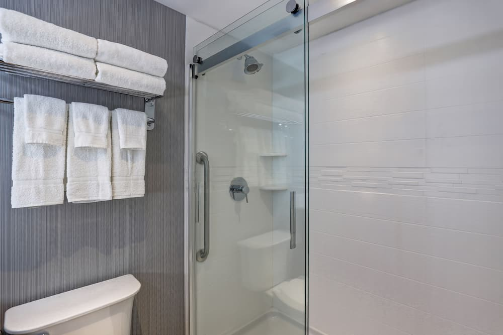 Room, 1 King Bed, Non Smoking (Leisure) - Bathroom